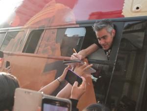 Daniel Gutiérrez complació a sus fans con algunos autógrafos