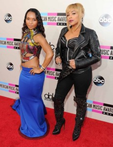 essencecom-chilli-and-t-boz-attend-the-2013-american-music-awards-at-nokia-theatre-la-live-in-los-angeles-california_420x545_98